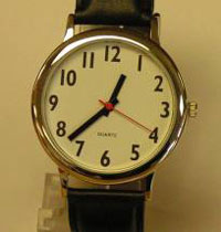 Easy-read watch with large clear numbered face